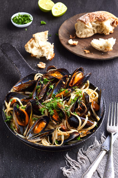 blue-ocean-mussels-smoked-tomato-chilli-linguine-recipe